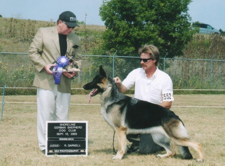 Winners Bitch at the 2005 GSDCW Show